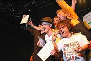 Glückliche Sieger am Local Heroes Bandcontest